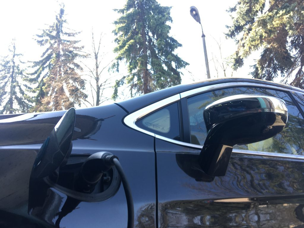 Chrysler Pacifica PlugIn Hybrid when charging from a 220V network