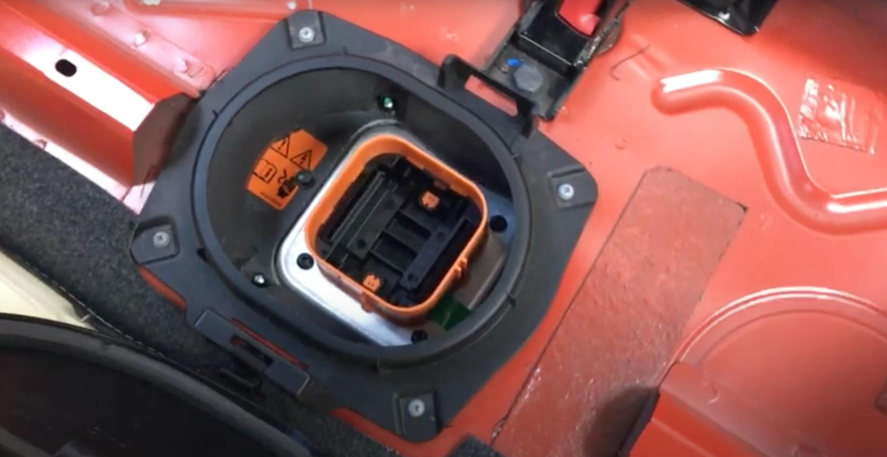 Senzor vlhkosti a mokré koberce v Fiat 500e