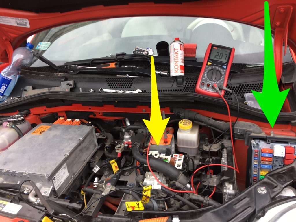 Fiat 500e power distribution center